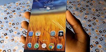 تقرير: آبل تفكر جدياً بإنتاج هاتف آيفون بشاشة منحنية