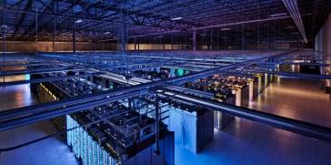جوجل تشغل مراكز بياناتها بالطاقة الشمسية